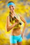 Ein beautyful Sportmädchen mit Dumbbell Lizenzfreie Stockbilder