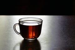 Ein Becher schwarzer Tee Stockbild