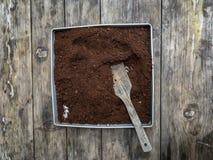 Ein Behälter des Kaffeesatzes stockfotos