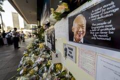 Ein behelfsmäßiger Platz, damit Besucher zuletzt respektieren zu geliebtem Herrn zahlen Lee Kuan Yew, Gründervater von modernem S Stockbilder