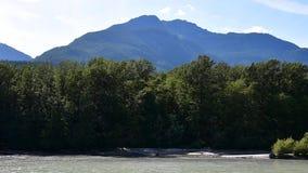 Ein Bergblick von Brackendale BC Kanada stock video