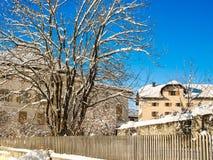 Ein Bergdorf im Winter Lizenzfreie Stockfotografie