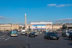 Ein beschäftigter Morgen im Place de la Concorde Lizenzfreies Stockfoto