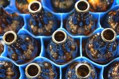 Ein Bienenstock gemacht durch Flaschen lizenzfreie stockfotografie