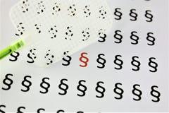 Ein Bild des abstrakten Begriffs einer Paragraphikone mit Fliegenklatschen Lizenzfreies Stockbild