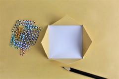 Ein Bild eines Geschäftskonzeptes mit Text - heftiges Papier - kopieren Sie Raum lizenzfreie stockbilder