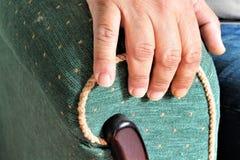 Ein Bild eines Lehnsessels mit einer Hand Stockfoto