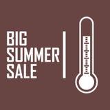 Ein Bild eines weißen Thermometers auf einem dunkelroten Hintergrund mit dem Aufschrift ` das große Sommerschlussverkauf ` Lizenzfreie Stockfotos