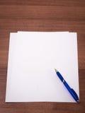 Ein Blatt Papier und Stift Lizenzfreies Stockbild