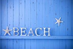 Blauer hölzerner Strandstarfish-Hintergrund Stockfoto
