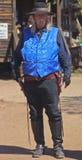 Ein blauer bewaffneter Bandit an der Goldvorkommen-Geisterstadt, Arizona Stockfoto