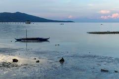 Ein blauer Morgen am Strand Stockbild