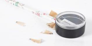 Ein Bleistift ist in einem Bleistiftspitzer Lizenzfreie Stockfotos