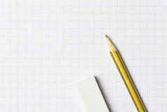 Ein Bleistift und ein Radiergummi Stockfotos