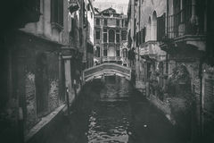 Ein Blick eines Kanals im Venedig-Antikenfoto Lizenzfreie Stockbilder