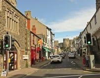 Ein Blick ziehen unten sich Straße, Conwy, Wales zurück Lizenzfreie Stockfotografie