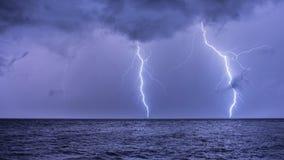 Ein Blitzschlag auf dem adriatischen Meer Stockfotos