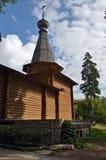 Ein Blockhaus angelte Turm des Tempels mit einer Haube Lizenzfreies Stockbild