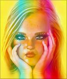 Ein blondes Mädchen mit ihren Händen auf ihrem Kinn denkend, ihre Ausdruckshows ist sie ein Stückchen eines verdorbenen Görs und  Lizenzfreie Stockbilder