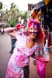 Ein blondes mit Farben auf ihrem Gesicht in Indien Stockbild