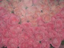 Ein Blumenstrauß der rosafarbenen Rosen lizenzfreie stockbilder