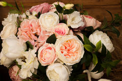 Ein Blumenstrauß der Rosen Lizenzfreie Stockbilder