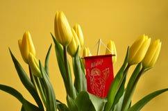 Ein Blumenstrauß der Tulpen im Geist von Ostern Stockbilder