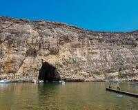 Ein Bogen im Felsen stockbild