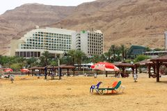 Ein Bokek beach on the Dead Sea. On the background of mountains and hotels, Israel Royalty Free Stock Images