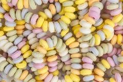 Ein Bonbon auf einem Steuerknüppel, helle gesättigte Farben lizenzfreie stockfotos