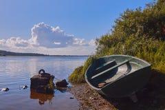 ein Boot auf dem Fluss lizenzfreies stockfoto