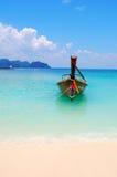 Ein Boot auf dem Meer Stockbild