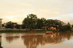 Ein Boot auf Ping River, Chiang Mai Lizenzfreies Stockfoto