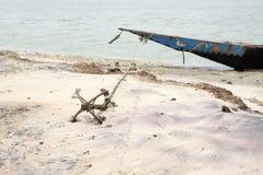 Ein Boot befestigt auf dem Sand Lizenzfreie Stockfotos