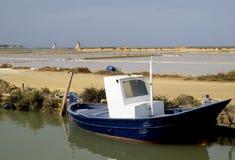 Ein Boot an der Lagune von Stagnone Lizenzfreies Stockfoto