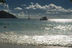 Ein Boot im Indischen Ozean. Seychellen-Meerblick. Lizenzfreie Stockfotos