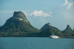 Ein Boot machte am Hafen der samui Insel fest Lizenzfreies Stockfoto