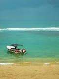 Boot durch den Strand Lizenzfreies Stockbild