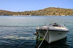Ein Boot verankert lizenzfreies stockfoto