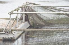Ein Bootsdock mit Gerät und Netz für die Fischerei Stockfotos