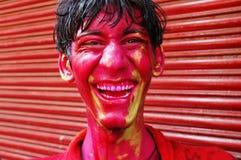 Ein boyâs Gesicht geschmiert mit Farbe. Lizenzfreies Stockbild