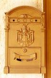 Ein brauner Postbox Stockbilder