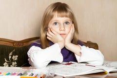Ein broody blondes Kind Lizenzfreies Stockbild