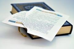 Ein Buch mit zackigen Seiten Lizenzfreies Stockbild
