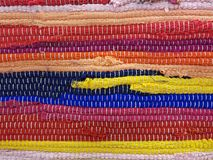 Ein bunter traditioneller handgemachter Etno-Wolldecken-Teppich Stockbild