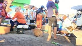 Ein buntes Fischereivilliage in Asien stock video footage
