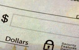 Ein Check mit dem Geldfeld Lizenzfreie Stockbilder
