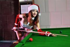 Ein chinesisches Mädchen gekleidet in den Weihnachtskostümen Lizenzfreies Stockbild