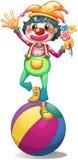 Ein Clown, der über einem Ball balanciert Lizenzfreie Stockbilder