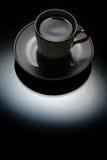 Ein Cup auf einem Schwarzen Stockfotos